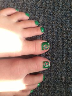 Summer toe nail design. Not necessary my colors but cute simple design