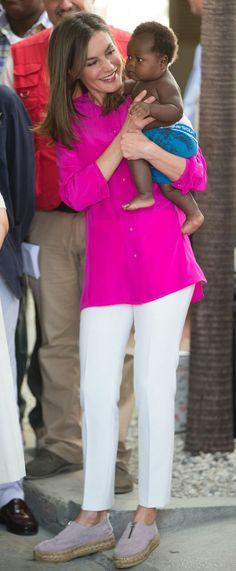 Queen Letizia - fucsia Uterqüe blouse - Massimo Dutti pants - Eric Michael espadrilles