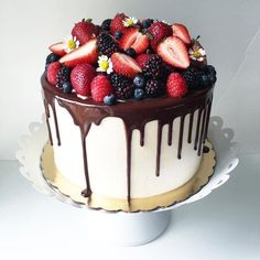 THIS is the most beautiful pie trend of the season: Drip Cakes - Torten - Cupcakes Food Cakes, Cupcake Cakes, Cake Fondant, Drip Cakes, Beautiful Cakes, Amazing Cakes, Decoration Patisserie, Tall Cakes, Cake Trends