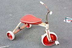 Altes Dreirad, vintage Kinderdreirad, Spielzeug, gebrauchtes Kinderspielzeug, original Germany 60er 70er, Retro, Dekoration Kinder, weiß rot