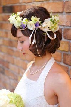 一生に一度の結婚式♪誰よりもきれいな花嫁さんになりたいですよね♡ 主役にぴったりのヘアスタイルをご紹介するので、ぜひお気に入りを見つけてください♪