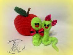 Ami-Domi Land: вяжем амигуруми: Яблочные червячки Вениамин и Зося
