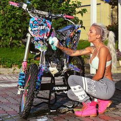 Motocross Love, Motocross Girls, Biker Chick, Biker Girl, Motorbike Girl, Motorcycle Girls, Dirt Bikes For Kids, Chicks On Bikes, Baby Bike