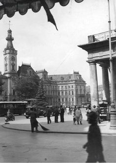 Plac Teatralny w 1932 roku. Old Photographs, Old Photos, Beautiful Buildings, Old Things, Louvre, Street View, Culture, Black And White, Lost