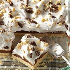Here's a fun, layered dessert that will appeal to all ages. If you want it even nuttier, you can use chunky peanut butter, and if you're not a fan of cashews, substitute your favorite nut. Peanut Butter Pudding Dessert Recipe from Taste of Home Oreo Dessert, Brownie Desserts, Mini Desserts, Coconut Dessert, Layered Desserts, Dessert Bars, Just Desserts, Delicious Desserts, Eat Dessert First