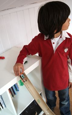 Rampa para los coches / Car Ramp Love, love, love this Spanish blog. Has lots of home made ideas for kids with instructions in English and Spanish!
