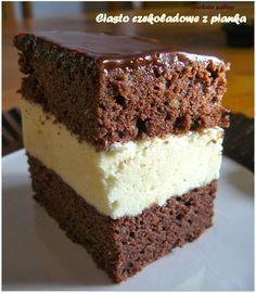 Pysznie czekoladowe ciasto z pianką. Przepis zaczerpnięty od Kasi.  Polecam szybko się go robi i szybko znika z talerza. Składnik...