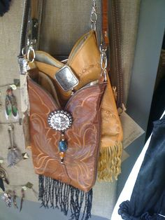 Old boot bag - recycled cowboy boot or and high leg boot Old Cowboy Boots, Old Boots, Cowboy Boot Crafts, Western Crafts, Leather Tooling, Leather Purses, Leather Bags, Fashion Bags, Fashion Accessories