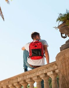 mochila-roja-bolsillo-azul-4 Back To School, Backpacks, Bags, Fashion, Shopping, Red, Blue Nails, Black, Red Backpack