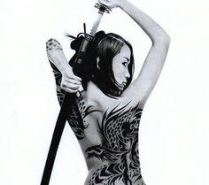 Body Art Tattoos, Girl Tattoos, Tattoos For Women, Tatoos, Female Swordsman, Katana Girl, Female Samurai, Tattoed Women, Samurai Artwork