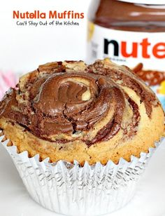 Oh my goodness, Nutella Muffins are heavenly. I have a confession to make. I've never tasted anything with Nutella before this. Quite frankly, I wondered wh (nutella muffins recipes) Muffin Nutella, Nutella Muffins, Nutella Spread, Muffin Recipes, Baking Recipes, Cake Recipes, Dessert Recipes, Cupcakes, Cake Cookies