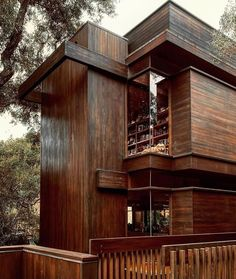 "Kockum Design on Instagram: ""My ultimate dream is to live in an ultra modern cabin in the middle of nowhere🌲 ...anyone else? ⁠ ⁠ This is Ray Kappe's Gertler House built…"" Unique Buildings, Beautiful Buildings, Amazing Architecture, Interior Architecture, Rustic Canyon, Forest House, House Built, Cabins In The Woods, Santa Monica"