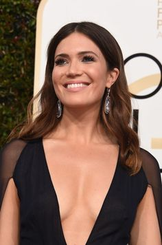 Mandy Moore Photos Photos - Singer Mandy Moore arrives at the 74th annual Golden Globe Awards, January 8, 2017, at the Beverly Hilton Hotel in Beverly Hills, California.  / AFP / VALERIE MACON - 74th Annual Golden Globe Awards - Arrivals
