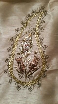 Alıntı Couture Embroidery, Hand Embroidery, Gold Work, Cool Suits, Handicraft, Blouse Designs, Elsa, Needlework, Fashion Accessories