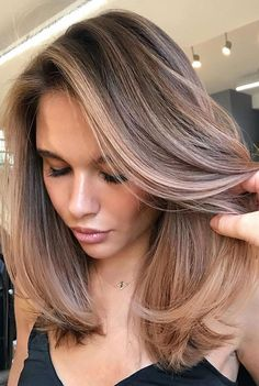 Brown Hair Balayage, Blonde Hair With Highlights, Brown Blonde Hair, Hair Color Balayage, Blonde Balayage, Blond Hair Dark Skin, Highlights For Brunettes, Light Brunette Hair, Sombre Hair