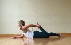 Your hip flexors help you walk, squat and even lift weights, so its important to keep them healthy. Do these stretches each day to keep them from tightening up. Hip Flexor Exercises, Stretches, Burn Fat Build Muscle, Quad Stretch, Tight Hip Flexors, Psoas Muscle, Tight Hips, Hip Workout, Training