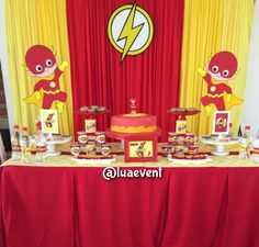 Flash party ideas Superhero Birthday Party, Tea Party Birthday, 4th Birthday Parties, Birthday Party Decorations, 5th Birthday, Party Kulissen, Party Ideas, Flash Cake, Flash Superhero
