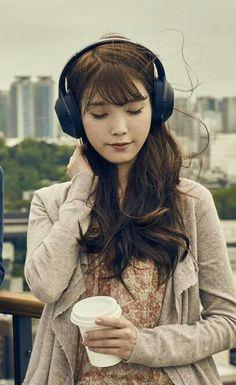 [25/10/2016 ©BM] IU Sony Audio Girl With Headphones, Best Headphones, Korean Girl, Asian Girl, Korean Celebrities, Pretty And Cute, Female Singers, Photography Women, Korean Beauty