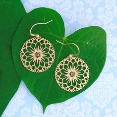 LAVISHY designs & wholesale original & beautiful applique bags, wallets, pouches & accessories for gift shop/boutique buyers in USA, Canada & worldwide. Filigree Earrings, Flower Earrings, Gift Shops, Clothing Boutiques, Makeup Pouch, Boutique Shop, Online Shopping, Plating, Coin Purse