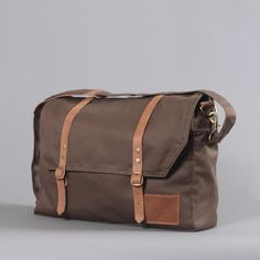 Coyote Bags: this would be a really cute camera bag