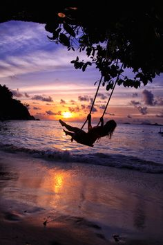 So where are the Seychelles? The islands lie off the coast of East Africa in the warm Indian Ocean north of both Madagascar and Mauritius. Amazing Sunsets, Beautiful Sunset, Nature Photography, Travel Photography, Skier, Sunset Pictures, Africa Travel, Beach Trip, Travel Inspiration