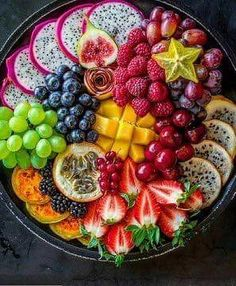 Fruit Platter Designs, Party Food Platters, Fruit Platters, Healthy Snacks, Healthy Recipes, Food Carving, Fruit Dishes, Aesthetic Food, Creative Food