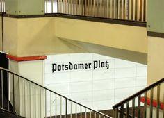 Fast wie früher: Treppen im rekonstruierten S-Bahnhof  Potsdamer Platz , 21.8.2012