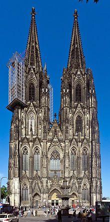 Kölner Dom, Westfassade, 2013, Arbeitsgerüst mit Steinschlagschutz am Nordturm