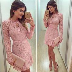 Chica con vestido color rosa