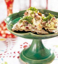 Rensteksröra på knäckebröd Swedish Recipes, Cauliflower, Vegetables, Advent, Easter, Food, Christmas, Xmas, Cauliflowers