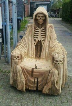 This would be the perfect setup for handing out Halloween candy. Now I just gotta find a log big enough. Holidays Halloween, Fall Halloween, Halloween Decorations, Halloween Party, Gothic Furniture, Halloween Projects, Skull And Bones, Skull Art, Cool Stuff