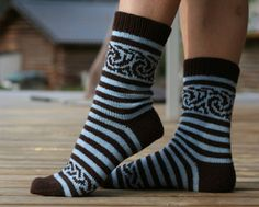 Ravelry: Vellamo Sock pattern by Taina Anttila - This would look good with a graduated colour yarn instead of the blue Diy Knitting Socks, Crochet Slippers, Hand Knitting, Knit Crochet, Knit Socks, Gestrickte Booties, Knitted Booties, Ravelry, Fair Isle Knitting Patterns