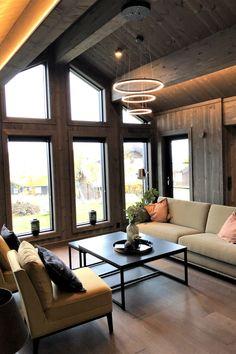 Glattpanel og strukturbørstet panel i fargen Spåtind i denne flotte visningshytta til Norske Fjellhytter Cabin Homes, Log Homes, Living Area, Living Room, Welcome To My House, Hanging Canvas, Wooden House, Home Goods, House Ideas