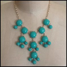 🌺HOST PICK 3X🌺Minty Green Bauble Necklace Pretty Minty green necklace with a gold chain. It has a lobster claw closure with a 2 inch chain extender. See photo. Apt. 9 Jewelry Necklaces