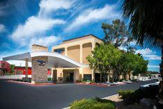 Best Hotels In Vegas, Brewery Restaurant, Neon Museum, Lake Mead, Fairfield Inn, Caesars Palace, Las Vegas Strip, Convention Centre, Outdoor Pool