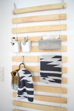IKEA Hack: Lattenrost an der Wand macht auch eine gute Figur