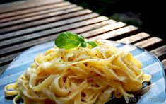 Tagliatelle an Gorgonzola-Sahne-Sauce - gonna have to translate this, but it *looks* amazing!