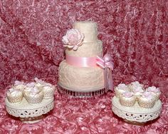 Classic wedding design, large peonie accent.  For more information visit www.cakeglam.com