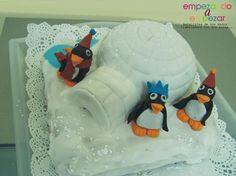 """Pingüins - by MJ Sweets & Parties  www.empezandoaempezar.blogspot.com  el pastelito que le he hecho a mi peque para llevar al cole para celebrar su cumple! han alucinado, como dice la profe """"se han quedado congelados!"""""""