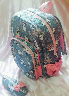 Mochila infantil (ESTAMPA FROZEN ESGOTADA) <br> <br>O ateliê LaLaLu artes criou esta Linda mochila que acompanha um lindo estojo sapatilha <br>As meninas vão se apaixonar! <br> <br>*Consulte disponibilidade de estampas <br> <br>Produto com a Qualidade LaLaLu artes! Patches, Barbie, Girly, Backpacks, Projects, Fashion, Backpack With Wheels, Cute School Bags, Sacks