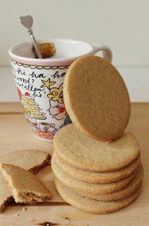 Jodenkoeken. Ik heb ze al een tijdje niet meer gegeten, maar vroeger heb ik deze koeken (uit de bekende paarse verpakking) samen met mijn...