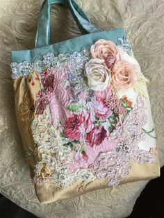 Patchwork Bags, Quilted Bag, Hippie Chic Outfits, Lace Purse, Gypsy Bag, Denim Handbags, Unique Purses, Boho Bags, Sewing Art