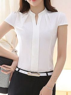 Just look at outfit and decide the fashion. Blouse Patterns, Blouse Designs, Sewing Blouses, Short Tops, Business Outfits, Blouse Styles, Work Attire, African Fashion, Casual Outfits