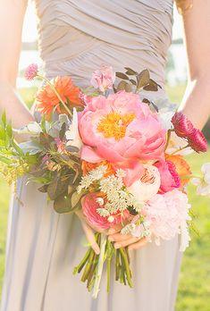 Le bouquet de la mariée est essentiel et obligatoire à chaque cérémonie. Toujours très sophistiqués et soignés, ils doivent être parfaits et somptueux sans voler la vedette à la mariée. Douzebouquets de fleurs de mariées …