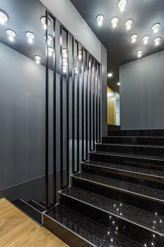 XYZ Arquitectos Associados - Óptica Médica Rogério - Matosinhos - Portugal - interior design - optical store - Teti lamp Artemide
