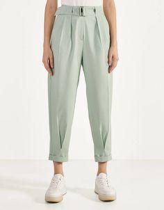Pantalon Slouchy, Slouchy Pants, Girls Fashion Clothes, Fashion Pants, Fashion Dresses, Casual Hijab Outfit, Casual Outfits, Sarouel Pants, Trouser Pants