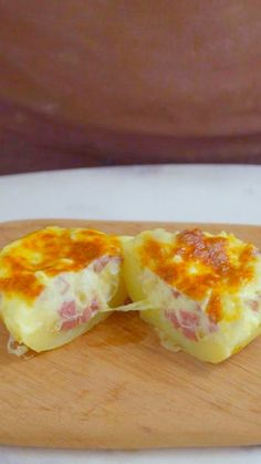 Recipe with video instructions: Forget bacon bits — sausage is the best topping for a creamy baked potato. Sausage Recipes, Cooking Recipes, Healthy Recipes, Good Food, Yummy Food, Tasty, Stuffed Baked Potatoes, Food Porn, Food And Drink