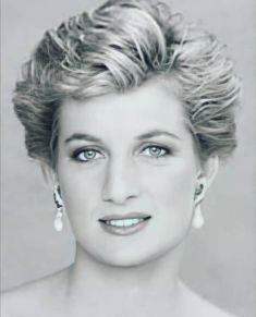 Princess Diana Fashion, Wearing A Hat, Princesa Diana, Lady Diana, Princess Of Wales, Classic Beauty, How To Feel Beautiful, Hair Cuts, Queen