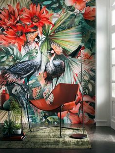 Swooping into our homes in a big way are tropical birds, from hand-painted chinoiserie wallpapers to those that mimic the luxurious look. Wallpaper Toilet, Bird Wallpaper, Tropical Style, Tropical Birds, Tropical Interior, Chinoiserie Wallpaper, Dream Decor, Wall Murals, Color Inspiration