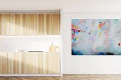 Twee muren niet wit één met moderne schilderijen singel